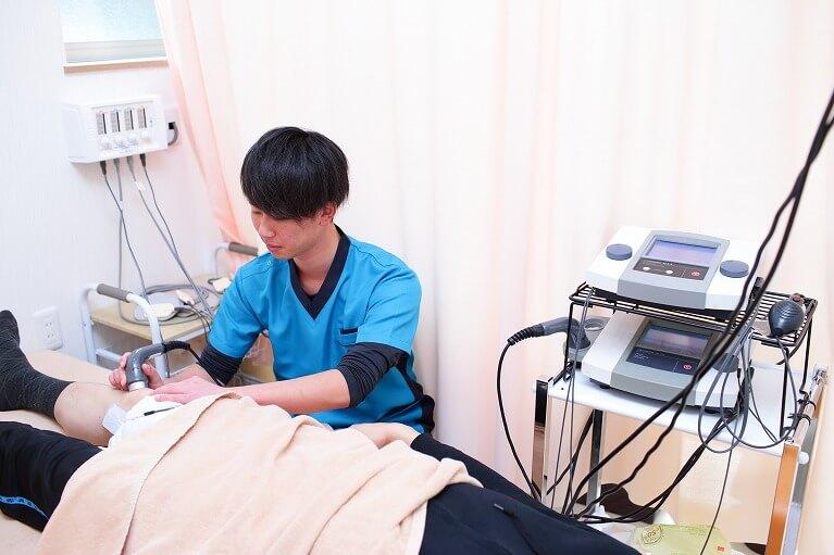 高度な検査と電気治療器やトレーニング機器を用いた精密な施術